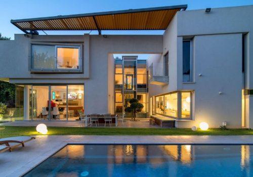 Modern house in Hertzeliya Pituah